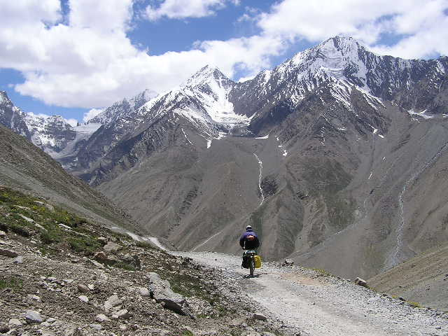 Heading Down the Kunzum La